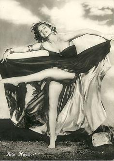 American actress and dancer, Rita Hayworth. Hollywood Icons, Vintage Hollywood, Hollywood Glamour, Classic Hollywood, Classic Actresses, Beautiful Actresses, Sainte Rita, Anita Ekberg, Cinema Tv