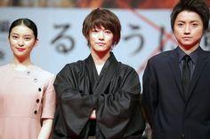 takei emi,sato takeru and tatsuya fujiwara Takeru Sato, Rurouni Kenshin, Japanese Drama, Nihon, Drama Movies, Wonderful Things, Live Action, Memes, Boy Or Girl