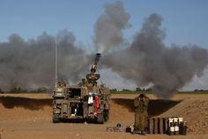 Tanque israelense posicionado perto da fronteira  com a Faixa de Gaza dispara contra enclave palestino nesta quinta-feira (17) (Foto: AFP)