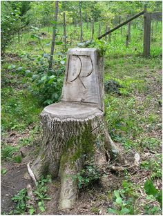 ★♥★ How to Add Enchantment to Your Home - tree stump chair Outdoor Crafts, Outdoor Projects, Outdoor Decor, Outdoor Ideas, Garden Crafts, Garden Projects, Woodland Garden, My Secret Garden, Dream Garden