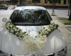 5 Ideas to Decorate Your Wedding Car with Fresh Flowers. Hochzeitsauto 5 Ideas to Decorate Your Wedding Car with Fresh Flowers Wedding Bouquets, Wedding Flowers, Bridal Car, Wedding Car Decorations, Wedding Stage, Wedding Cars, Wedding Ideas, Flower Delivery Service, Wedding Preparation