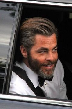 Chris Pine arriving to Golden Globes 2017