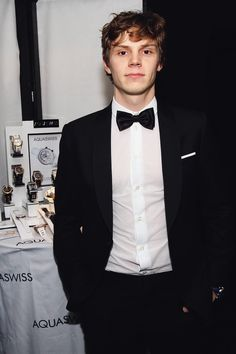 omg evan peters marry me