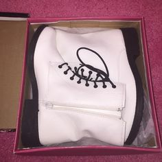 White Patent Leather Combat Boots size 8.5 BRAND NEW NEVER WORN BEFORE size 8.5 Shoes Combat & Moto Boots