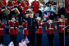 Robbie Williams kicks off The Queen's Diamond Jubilee concert