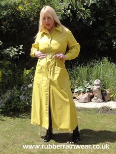 This hot babe is showing off her long and luxurious Rubber Rainwear! Raincoat Jacket, Yellow Raincoat, Hooded Raincoat, Rain Jacket, Girls Wear, Women Wear, Vinyl Raincoat, Rubber Raincoats, Rain Gear