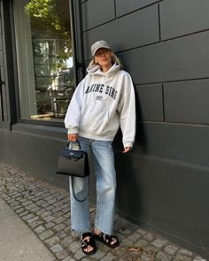 """Marie von Behrens-Felipe on Instagram: """"Weekend coziness in total @aninebingofficial 🤍🤍 #AnineBingMuse / Anzeige"""" Weekender, Marie Von Behrens, Anine Bing, Different Styles, Hermes, Vintage Outfits, Bomber Jacket, Normcore, Photo And Video"""