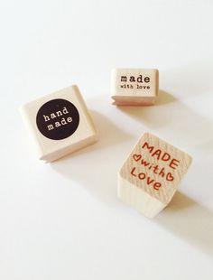 La main Rubber Stamp, faite avec amour timbre coeur timbre encreur en bois faits à la main timbres par PrettyTape sur Etsy https://www.etsy.com/fr/listing/62684801/la-main-rubber-stamp-faite-avec-amour