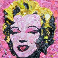 #MarylinMonroe British #artist Jane Perkins makes these portraits from salvage : Buttons, Pearls, clothespins, broken toys, Lego figurines which are transformed into familiar faces! #creativity #recycling art!
