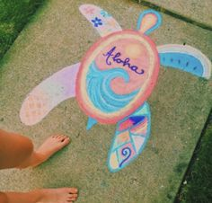 Check out these 15 Creative Chalk Ideas for Kids for you and your child to get creative outdoors. Check out these sidewalk chalk art ideas! Chalk Design, Sidewalk Chalk Art, Sidewalk Chalk Pictures, Summer Aesthetic, Aesthetic Girl, Art Inspo, Cute Pictures, Beautiful Pictures, Cool Art