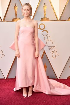 Oscar 2018 - Saoirse Ronan in Calvin Klein by Appointment, bijoux Cartier e scarpe Christian Louboutin Celebrity Gowns, Celebrity Red Carpet, Celebrity Look, Celebrity Outfits, Oscar Gowns, Oscar Dresses, The Dress, Pink Dress, Robes D'oscar