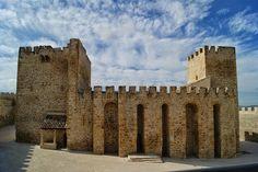 CASTLES OF SPAIN - El Castillo de Lopera, es un castillo de la época de la conquista castellana, situado en el municipio de Lopera, provincia de Jaén (España).  Una fortaleza cristiana de nuevo cuño en tierras que habían sido musulmanas durante siglos. Fue construido por la orden militar de Calatrava sobre los restos de una fortificación andalusí. Está declarado Bien de Interés Cultural.