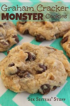 We absolutely love these graham cracker monster cookies. They have a secret ingredient that makes them very moist - sweetened condensed milk! You'll love the graham crackers in these monster cookies. Köstliche Desserts, Delicious Desserts, Dessert Recipes, Yummy Food, Cheesecake Desserts, Raspberry Cheesecake, Homemade Desserts, Yummy Cookies, Yummy Treats