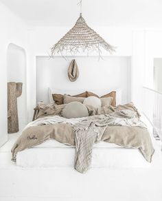 Summer bedroom style by 💛 If I will have an apartament by the ocean my bedroom will look like this The post Summer Bedroom, Home Bedroom, Bedroom Decor, Master Bedroom, Bedrooms, Bedroom Signs, Bedroom Ideas, Bed Linen Design, Luxury Bedding Sets