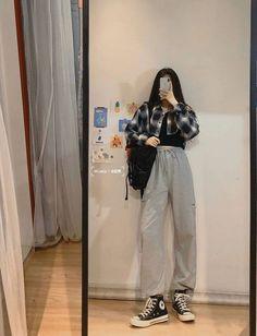 Korean Girl Fashion, Korean Fashion Trends, Korean Street Fashion, Ulzzang Fashion, Kpop Fashion, Asian Fashion, Teen Fashion Outfits, Edgy Outfits, Cute Casual Outfits