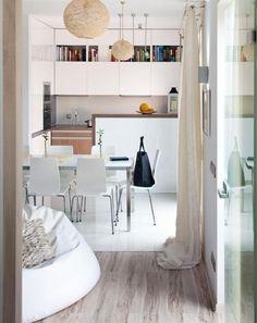 cuisine scandinave blanche et accents en bois clair