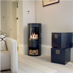 Burford Bioethanol Stove: Real flames no chimney / flue required Woodburning Fire Effect & Flueless perfect for blocked fireplaces Shepherds Huts Conservatories. Pembrey Stow Malvern Bredon and more available from The Stove House 01730 810931 Corner Log Burner, Small Log Burner, Modern Log Burners, Modern Wood Burning Stoves, Corner Stove, Modern Stoves, Wood Burner Fireplace, Bioethanol Fireplace, Fireplace Inserts