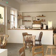 Cafe Shop Design, Coffee Shop Interior Design, Small Cafe Design, Wood Interior Design, Restaurant Interior Design, Cozy Cafe Interior, Cafe Interior Vintage, Modern Restaurant, Korean Coffee Shop