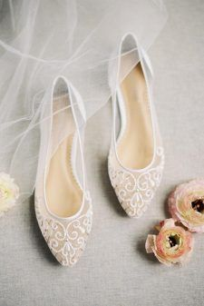 Elegant Capron Wedding Flats ★ Opt for these cute wedding flats for your big day. Not only you will feel comfortable, but your feet will live through the whole night of the party. Colorful Wedding Shoes, Wedding Boots, Country Fashion, Bride Shoes, Wedding Night, Party Wedding, Gold Wedding, Dream Wedding, Flats