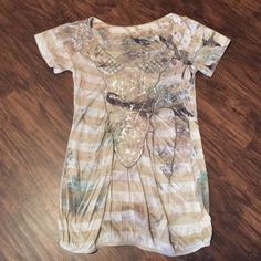 DayTrip Shirt Pictures cannot show how pretty this shirt is.  It is like new with no stains or tears.  Size small-can fit a medium. Daytrip Tops Tees - Short Sleeve
