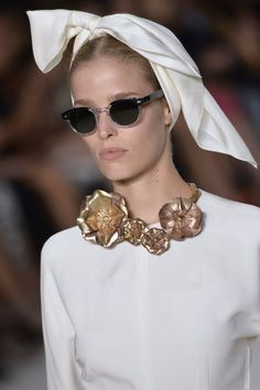 Pin for Later: Shocker! Vampy Lipstick Will Be Popular Again This Fall Giambattista Valli Haute Couture Fall 2014 We bet Elizabeth Taylor would have loved this retro hair scarf — so classic.
