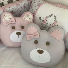 How to make a baby beanie with teddy bear ears & Tutorial and pattern Cute Cushions, Cute Pillows, Baby Pillows, Kids Pillows, Animal Pillows, Burlap Pillows, Decor Pillows, Sewing Toys, Sewing Crafts