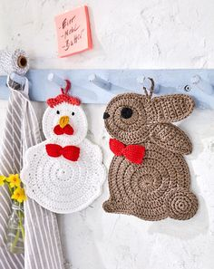 crochet rabbit Topflappen Hase und Huhn - free crochet chicken and rabbit potholder patterns in English or German at Schachenmayr - Baby Knitting Patterns, Crochet Potholder Patterns, Easter Crochet Patterns, Crochet Motifs, Doll Patterns, Art Au Crochet, Free Crochet, Crochet Hot Pads, Pinterest Crochet
