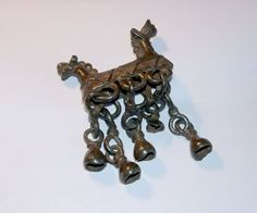 These type of horse pendants with noisy bells are quite common with iron age Finno-Ugric people. Viking Art, Viking Woman, Medieval Jewelry, Viking Jewelry, Viking Reenactment, Folk Clothing, Ancient Vikings, Early Middle Ages, Iron Age