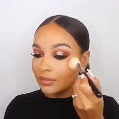 Make-up sucht Blondinen - Makeup Tutorial Foundation Make Up Tutorial Contouring, Makeup Tutorial Foundation, Full Makeup Tutorial, Flawless Face Makeup, Dark Skin Makeup, Eye Makeup Glitter, Smokey Eye Makeup, Makeup Eyes, Eyebrow Makeup