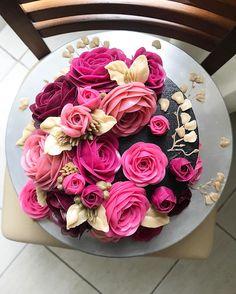 Repost amelialinoo Quanto mais me disserem que é impossível ou me obstaculizarem, mais força ganho para ir além!! Bom dia Belo Horizonte!!! Amanhã temos Turma Extra de Flower Cakes em Glossy Buttercream! Dia 12 e 14 estaremos em Goiânia/GO e 24 e 25/07 no Rio de Janeiro/RJ!! Inscreva-se agora para nossos cursos 100% práticos: 31-99246-2400❤️ #flowercakeblack #boloblack #blackamelinoo #black