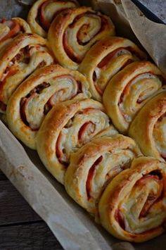 Expressz pizzás csigatekercs (bögrésen is) Pizza Snacks, Savory Snacks, Ny Food, Food 52, Good Food, Yummy Food, Pitaya, Hungarian Recipes, Croissant