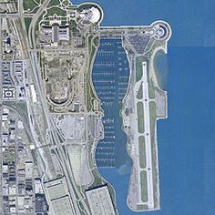 Meigs Field Airport alongside Burnham Harbor in before its demolition. City Skylines Game, Chicago Pictures, Commercial Plane, Airport Design, Air Traffic Control, My Kind Of Town, Civil Aviation, Futuristic Architecture, Most Beautiful Cities