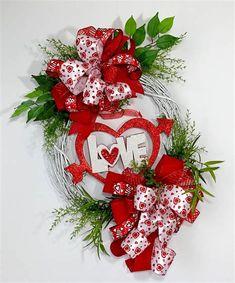 Diy Valentines Day Wreath, Valentines Day Decorations, Valentine Day Gifts, Halloween Decorations, Valentine Crafts, Valentine Stuff, Valentine Ideas, Christmas Decorations, Door Wreaths