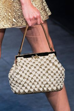 Dolce & Gabbana at Milan Fashion Week Spring 2014 - Details Runway Photos Crochet Handbags, Crochet Purses, Crochet Bags, Dolce And Gabbana Handbags, Fabric Bags, Summer Bags, Knitted Bags, Fashion Bags, Milan Fashion