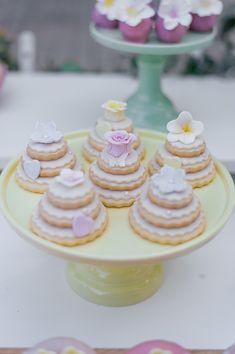 Όμορφες ιδέες διακόσμησης κοριτσίστικης βάπτισης - EverAfter Dessert Table, Girly, Decoration, Desserts, Wedding, Beautiful, Ideas, Food, Women's