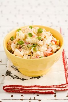 Paula Deen Georgia Cracker Salad - Ingredients 1 sleeve saltine crackers 1 large tomato, finely chopped 3 green onions, finely chopped 1 cup mayonnaise 1 hard boiled egg, finely chopped Directions In a medium size bowl, crush Summer Recipes, Great Recipes, Favorite Recipes, Easter Recipes, Holiday Recipes, Delicious Recipes, Good Food, Yummy Food, Tasty