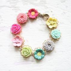 Bracelet fleur de Magpie par NestPrettyThingsShop sur Etsy, $36.00