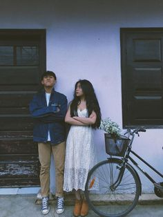 Vintage Couples, Cute Couples, Film Photography, Couple Photography, Korean Couple, Ulzzang Couple, Pre Wedding Photoshoot, Couple Outfits, Couple Pictures