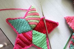 Crochet Star Making - A Tutorial - These are so cute. I've found a new something to start making for Christmas. :-)