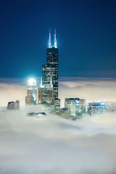 Spectacular Photos of Chicago's Skyscrapers Piercing Layers of Fog and Clouds - My Modern Met
