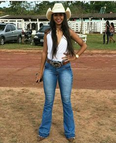 Cowgirl Outfits With Boots 2019 Summer Cowgirl Outfits, Cute Country Outfits, Hot Country Girls, Rodeo Outfits, Country Girl Style, Country Women, Western Outfits, Western Wear, Cute Outfits