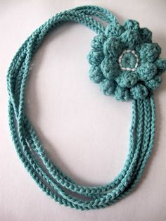Love City: Get Hooked! {4} The Crochet Chain Necklace...flower pattern is free and on same site..necklace pattern is free too!