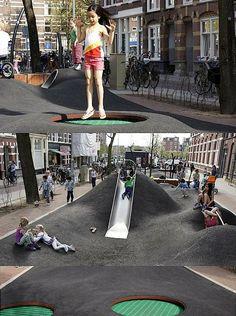 Parque de juegos en Amsterdam. ¡Con mini camas elásticas incorporadas!