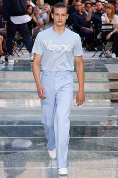 Versace Spring 2018 Menswear Collection Photos - Vogue