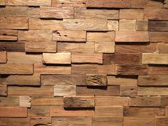 ReWood® houtstrips Natural Dark Rustik. 20x80 in Z-vormig paneel. Stukjes gerecycled teak op een ondergrond van triplex.