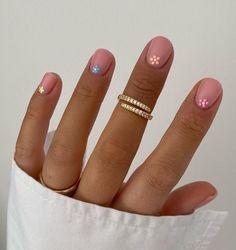Cute Shellac Nails, Shellac Nail Designs, Nude Nails, Gel Manicure, Summer Gel Nails, Spring Nails, Daisy Nails, Glamour Nails, Minimalist Nails