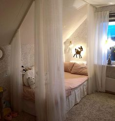 Bed under a sloping roof in the children& & youth room - tips-Bett unter Dachschräge im Kinder- & Jugendzimmer – Tipps Romantic under # Sloping roof For with curtains in white - Girl Bedroom Designs, Girls Bedroom, Bedroom Decor, Teenage Bedrooms, Girl Rooms, My New Room, My Room, Slanted Ceiling Bedroom, Attic Remodel