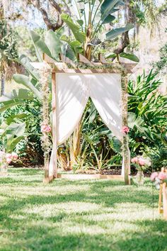 baby breath ceremony backdrop @weddingchicks