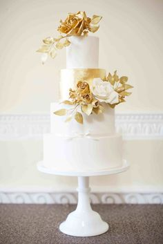 Something different for the cake || SM Wedding Cake in Gold and White