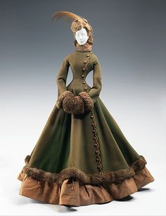 A historical fashion doll, created by Jacques Fath in representing 1867 fashion Vintage Gowns, Mode Vintage, Vintage Outfits, Dress Vintage, Historical Costume, Historical Clothing, Historical Dress, Victorian Fashion, Vintage Fashion